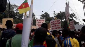 Cameroun: manifestations devant l'ambassade de France pour dénoncer les propos de Macron