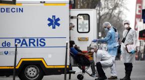 Coronavirus:  avec 240 décès en une journée, la France sur la trajectoire italienne