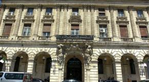 Algérie: la Banque centrale demande aux banques d'ouvrir les vannes pour sauver l'économie