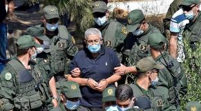 Ahmed Ouyahia menotté