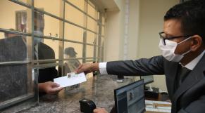 Fès: remise de la première Carte nationale d'identité électronique (CNIE)
