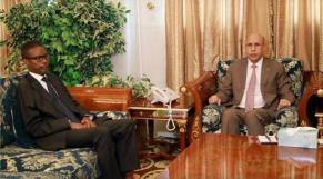 Le président mauritanien, Mohamed ould Cheikh El Ghazouani, et Mohamed ould Bilal, nouveau Premier ministre.
