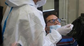 Des chercheurs britanniques comptent infecter des volontaires au Covid-19