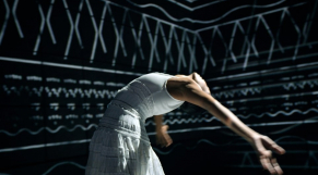 Hajiba Fahmy danse à la mémoire d'Azzedine Alaïa