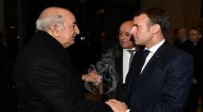 """En Algérie, vague de critiques contre Macron pour son """"soutiené"""" au """"courageux"""" Tebboune"""