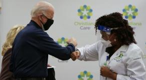 Joe Biden - Vaccination - Etats-Unis - Infirmière