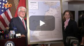 cover:  L'ambassadeur des Etats-Unis présente la carte officielle du Maroc intégrant son sahara