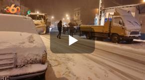 Cover Vidéo -  عاصفة ثلجية تضرب مناطق باب برد والسلطات تستنفر معداتها