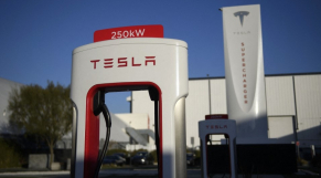 Tesla - Station de recharge de batteries - Voitures électriques