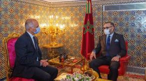 Le Roi Mohammed VI et Chakib Benmoussa