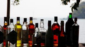 Alcool - vin - bouteille