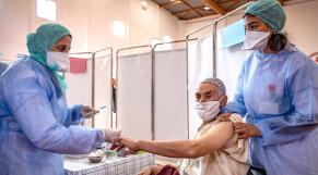 Covid-19 - Vaccination - Personne âgée - Vaccin anti-Covid-19 - Coronavirus - Salé