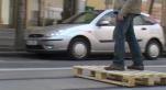 Cover Video - il se déplace en palette sur les rails du tramway
