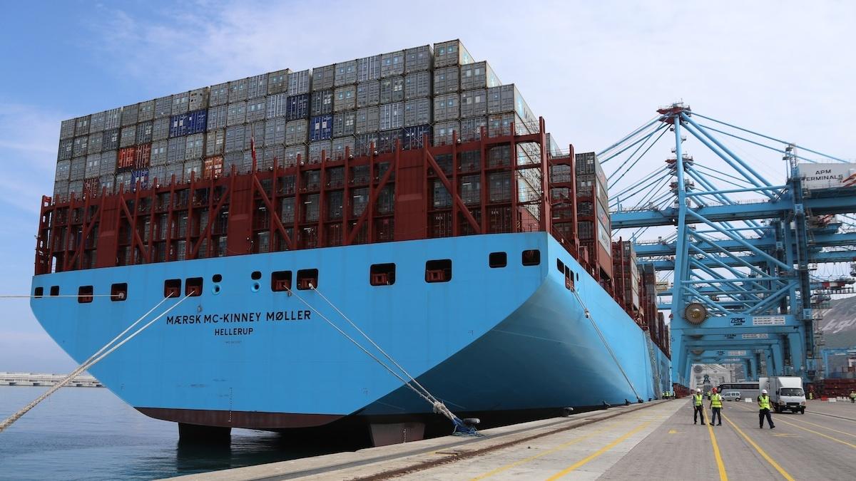 D barquement discret du plus grand porte conteneurs du monde - Plus grand porte conteneur du monde ...