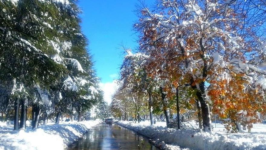 Vid o ifrane sous la neige - La ren des neige ...