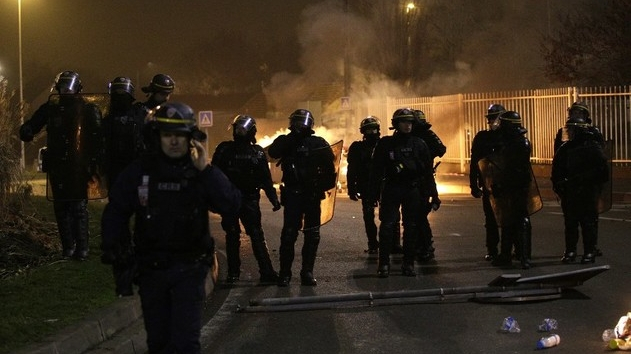 France le ministre de l 39 int rieur appelle au calme apr s for Le calme interieur