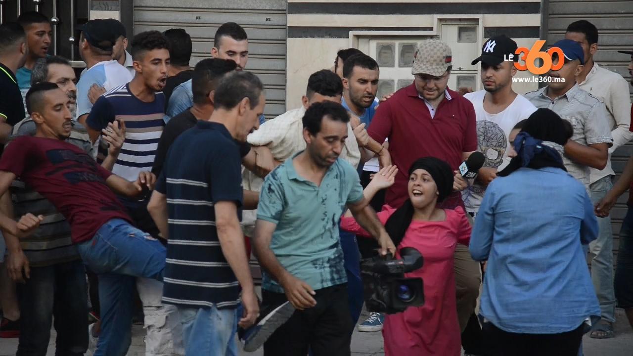 Vid o al hoceima quand deux journalistes de 2m sont agress s par des manifestants - Quand commence les soldes d ete 2017 ...