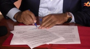 Signature de contrat de joueur