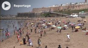 Cover اقبال كبير على شاطئ الرباط مع احتفالات العيد