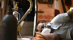 Vidéos. Algérie: médecins et proches de victimes exténués interpellent Tebboune sur la pénurie d'oxygène