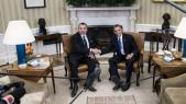 Mohammed VI serrant la main Obama