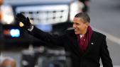 Obama saluant