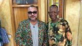 Photo du Jour: Mohammed VI rend visite au styliste préféré de Mandela