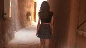 Arabie-jeune fille en minijupe