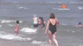 """Cover Video -Le360.ma •Ain diab: """"Ma femme se baignera en pyjama ou ne se baignera pas"""""""