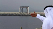 Emirati devant terminal pétrolier