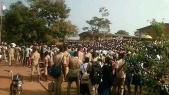 """Vidéo. Côte d'Ivoire: des militaires """"corrigent"""" des élèves qui voulaient anticiper les vacances de Noël"""