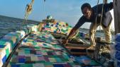 Kenya: un bateau traditionnel fait de déchets en plastique