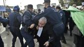 Des policiers dispersent une manifestation d'avocats contre la candidature à un 5e mandat du président Bouteflika
