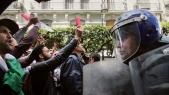 Confrontation entre forces de l'ordre et manifestants en Algérie