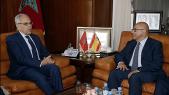 Abdellatif Loudyi et le secrétaire d'Etat espagnol à la Défense, le 9 avril à Rabat.