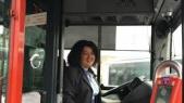 Femme chauffeur de bus