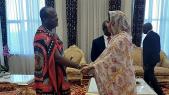 Le roi d'Eswatini Meswati III recevant Rakiya Eddarhem
