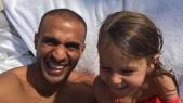 Badr Hari et sa fille.