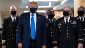 Donald Trump porte un masque