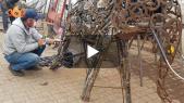 Cover_Vidéo: حَدّاد بطنجة يستعرض مهاراته الفنية على مجسمات حديدية