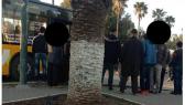 Les Chauffeurs de grands taxis bloquent une ligne de bus