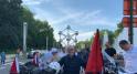 Aboufirass au pied de l'Atomium à Bruxelles