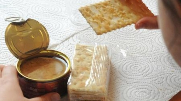 le déjeuner de la fille en Italie